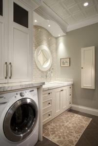 Стиральная машина в ванной комнате в стиле ретро