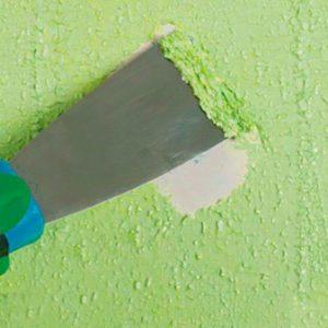удаление краски со стен шпателем